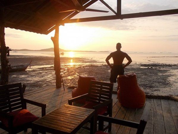 CC 035: Finding Your Freedom: Blogging From Paradise With Ryan Biddulph